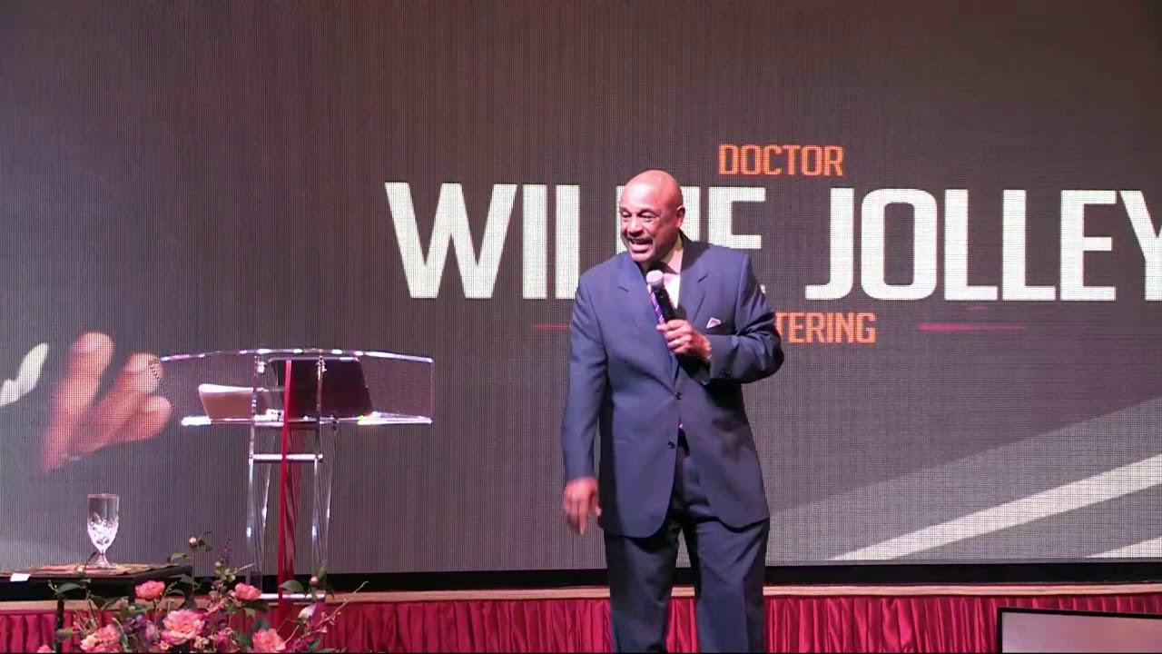 Professional speaker, Willie Jolley, speaking on-stage